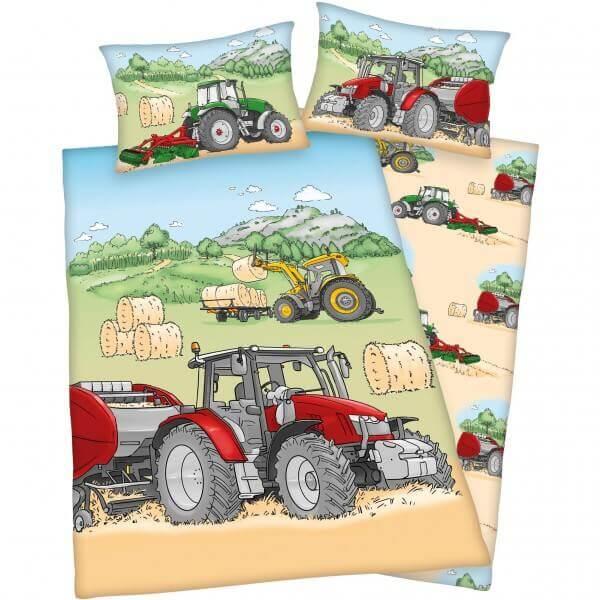 Bettwäsche Traktor auf dem Feld